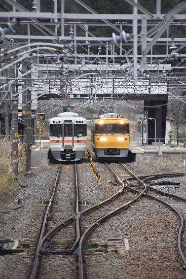 2021年4月4日撮影 贄川駅にてキヤ95と313系の交換シーン