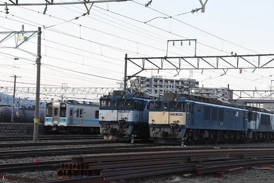 2021年4月10日撮影 南松本にて 篠ノ井線8087レとE127系 霜取り電車