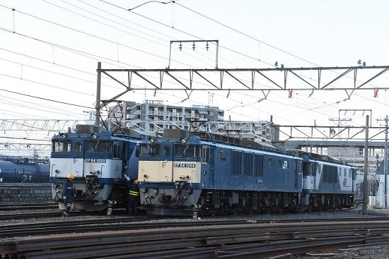 2021年4月10日撮影 南松本にて 篠ノ井線8087レと誘導員さん2人