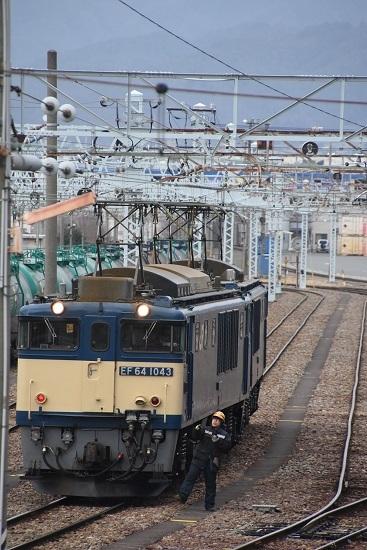 2021年1月16日撮影 南松本にて 西線貨物8084レ 機回し 誘導員さんが・・