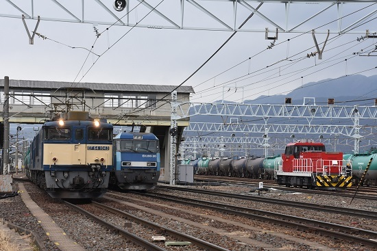 2021年1月16日撮影 南松本にて 西線貨物8084レ EF64とEH200とHD300 3並び