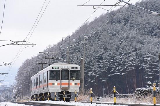 2021年1月17日撮影 1826M 313系 雪山をバックに