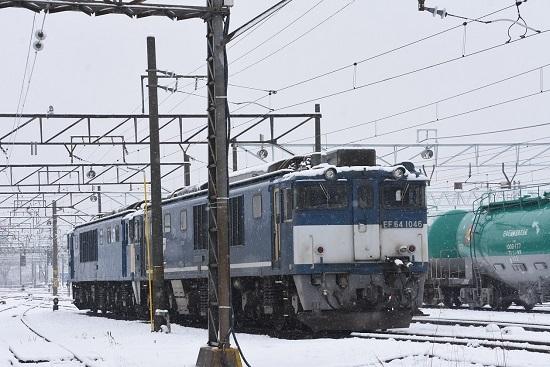 2021年1月24日撮影 南松本にて 雪の中のEF64-1046号機