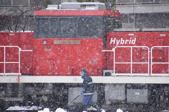 2021年1月24日撮影 南松本にて HD300-30号機の前で雪掻き
