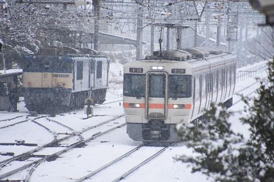 2021年1月24日撮影 南松本にて西線貨物8084レと313系1700番台
