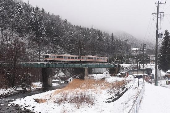 2021年1月24日撮影 木曽平沢の鉄橋にて1830M 313系