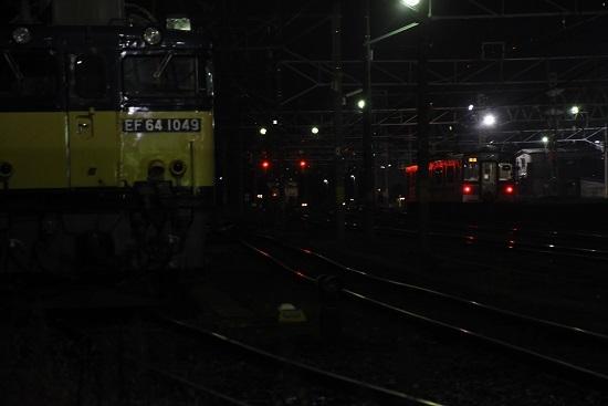 2020年11月21日撮影 南松本にて EF64-1049号機とE127系霜取り電車