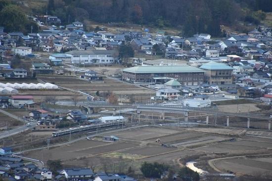 2020年11月21日撮影 篠ノ井線 坂北カーブを俯瞰 1533M 211系 その4