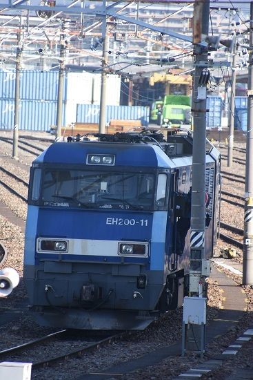 2021年2月13日撮影 南松本にて EH200-11号機に乗り込む運転士さん