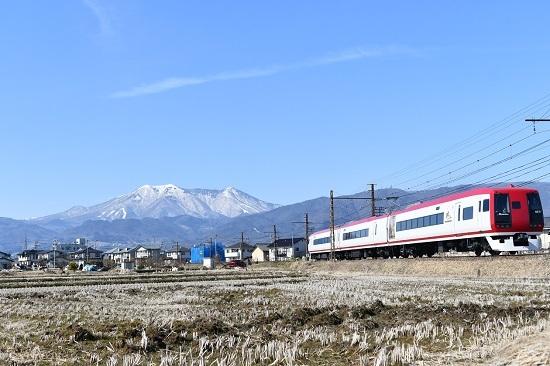 2021年2月28日撮影 長野電鉄 飯縄山をバックに 2100系 スノーモンキー