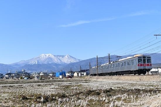 2021年2月28日撮影 長野電鉄 飯縄山をバックに8500系をローアングルで