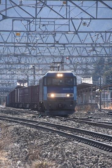 2021年2月13日撮影 東線貨物2083レ 塩尻駅3番線通過のEH200-12号機