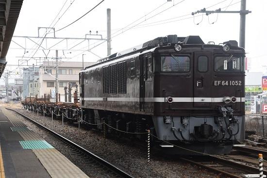 2021年2月143日撮影 岡谷駅にてEF64-1052号機が牽く岡谷工臨