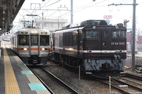 2021年2月14日撮影 岡谷駅にてEF64-1052号機と313系 辰野行