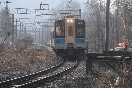 2021年2月21日撮影 信濃川島駅にて155M E127系 壊されたホーム跡を通過