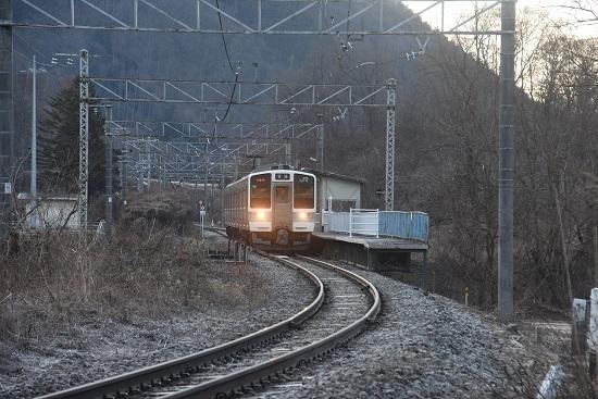 2021年2月28日撮影 辰野線は信濃川島駅にて1151M 211系 ホームに柵
