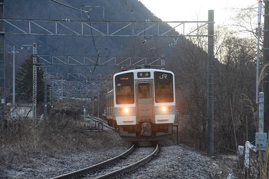 2021年2月28日撮影 辰野線は信濃川島駅にて1151M 211系 ホームが無くなった部分