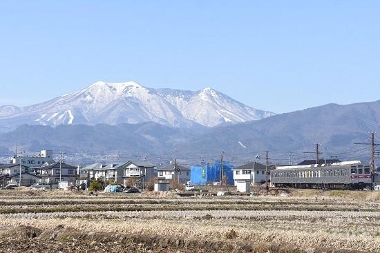 2021年2月28日撮影 長野電鉄 飯縄山をバックに 8500系