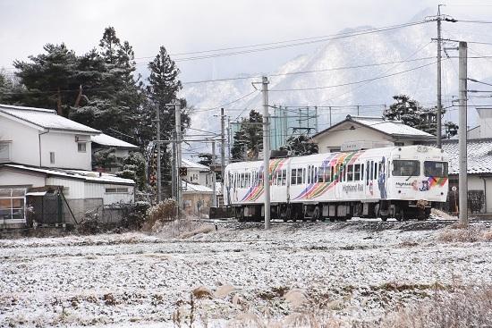 2020年12月19日撮影 アルピコ交通 雪景色の中のなぎさTRAINを後撃ちにて 駅到着