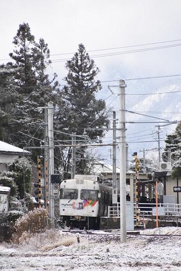 2020年12月19日撮影 アルピコ交通 雪景色のなぎさTRAIN 北新・松大前駅に止まる