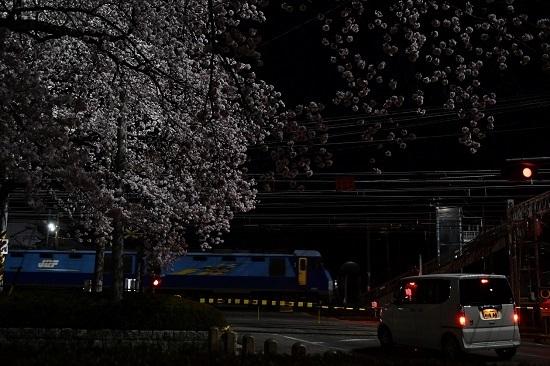 2021年4月3日撮影 南松本にて桜と絡めて 篠ノ井線2085レ EH200-21号機