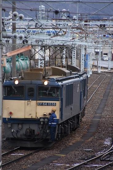 2020年12月19日撮影 南松本にて 西線貨物8084レ 機回し 誘導員さんステップ乗り初スタイル