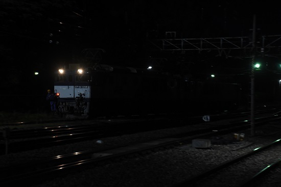 2020年10月3日撮影 南松本にて西線貨物6089レ 機回し 側線より出て来た所