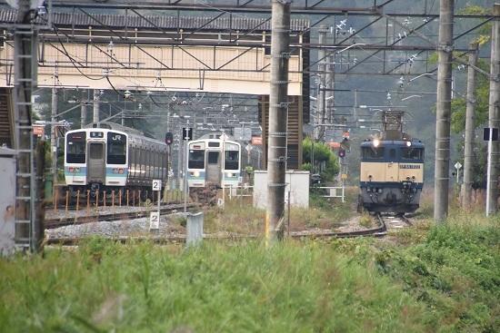 2020年10月3日撮影 篠ノ井線8467レ 坂北駅にて211系との並び