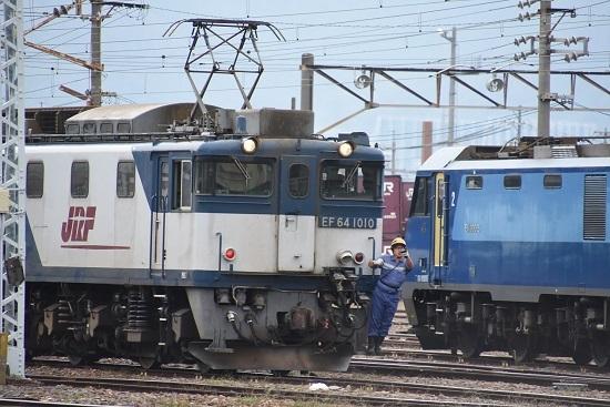 2020年10月3日撮影 南松本にて西線貨物8084レ機回し 誘導員さんステップに乗り