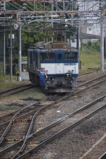 2020年10月3日撮影 南松本にて西線貨物8084レ機回し 誘導員さん手を振る