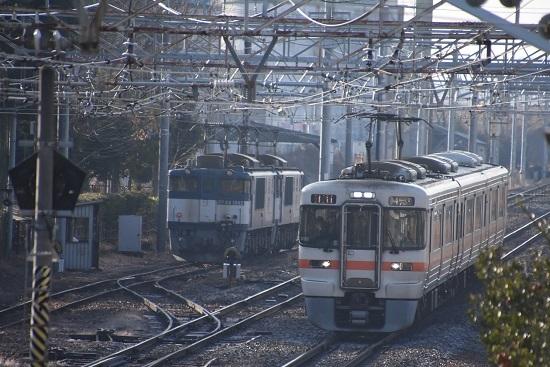 2020年12月27日撮影 南松本にて西線貨物8084レ機回し 313系退避