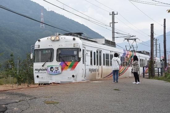 2020年10月4日撮影 アルピコ交通3000系 渕東駅にて