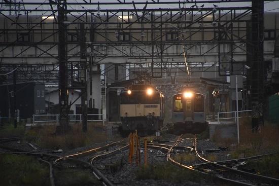 2020年10月17日撮影 篠ノ井線8467レ 明科駅にてE127系との並び