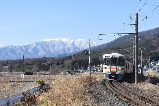 2021年3月14日撮影 飯田線 213M 313系1700番台 アルプスをバックに