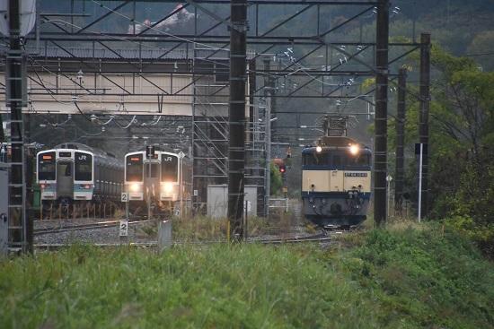 2020年10月17日撮影 篠ノ井線8467レ 坂北駅にて211系との3並び