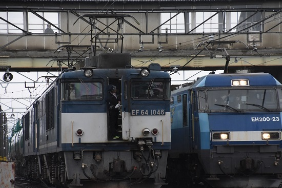 2020年12月30日撮影 南松本にてEF64-1046号機の貫通扉が開く