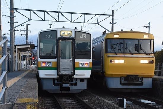 2021年3月18日撮影 飯田線 羽場駅にて キヤ95 DR1編成 213系 回送との並び