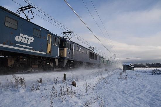 2020年12月31日撮影 西線貨物6088レ EF64が雪を舞い上げて
