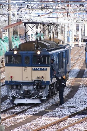 2020年12月30日撮影 南松本にて西線貨物8084レ 機回し 無線機を渡す