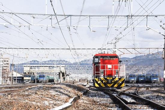 2020年12月31日撮影 南松本にてHD300、EF64、EH200の並び