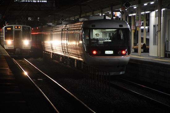 2021年3月24日撮影 塩尻駅にて 383系WVしなの26号 入線