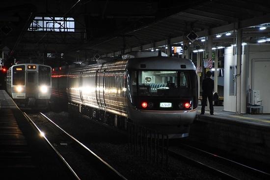 2021年3月24日撮影 塩尻駅にて 383系WVしなの26号 発車