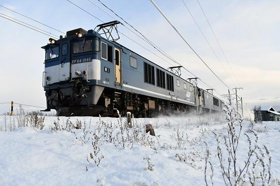 2020年12月31日撮影 西線貨物6088レ EF64-1046号機 広島更新色先頭が雪を舞い上げて