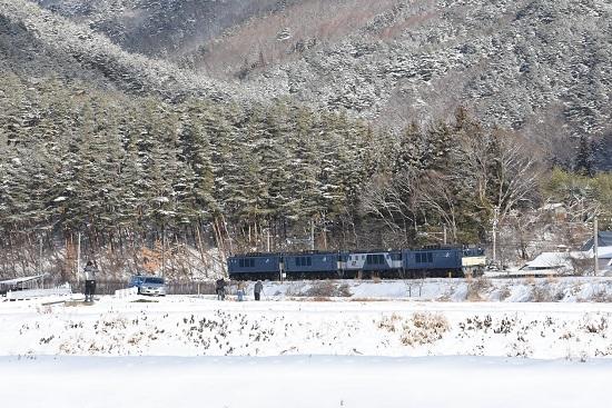 2021年1月3日撮影 8560レ EF64-4重連 雪山をバックと邪魔な輩