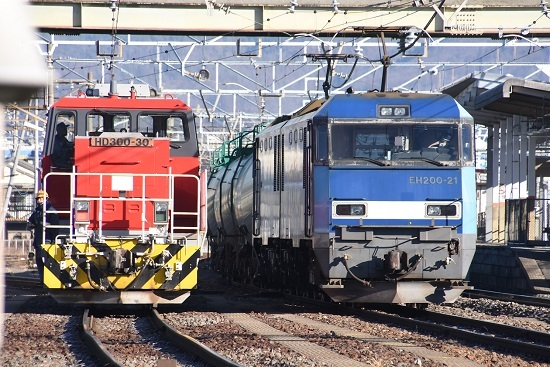 2021年1月4日撮影 南松本にて東線貨物208レ EH200-21号機とHD300-30号機