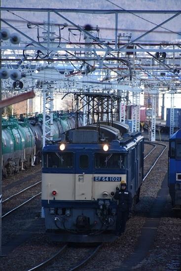 2021年1月4日撮影 南松本にて西線貨物8084レ EF64-1021+1033号機の機回し 2