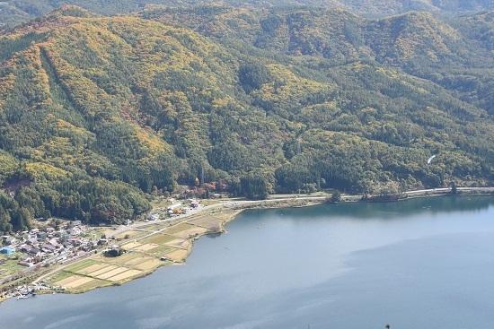 2020年10月25日撮影 大糸線は木崎湖俯瞰 8031M 383系「WVしなの81号」とパラグライダー その2