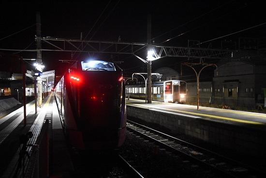 2021年1月9日撮影 岡谷駅にて 回9476M E353系「あずさ87号」送り込み回送 1531M 211系