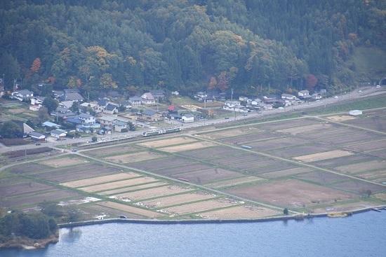 2020年10月25日撮影 大糸線は木崎湖俯瞰 リゾートビューふるさと 稲尾駅通過