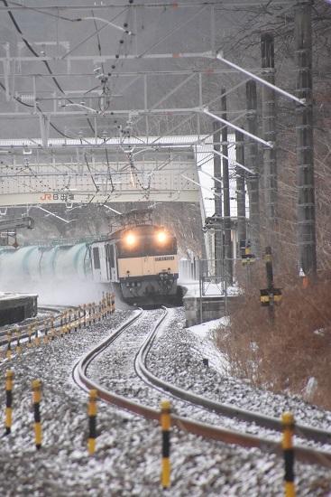 2021年1月9日撮影 西線貨物6088レ 雪を舞い上げて 日出塩駅通過